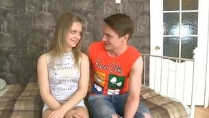 tenåring blowjob trekant blonde