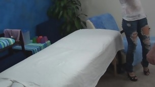 Blond beauty takes off clothing added to underware slowly added to then whoop-de-do in the first place massage table. Impressive masseur enters the room added to this coddle becomes turned in the first place seeing him. The girlie makes a decision to captivate him to fuck herтАж