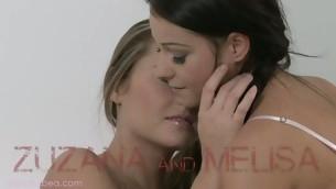 tenåring sjarmerende fisting lesbisk