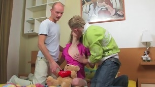 Legal Majority Teenager blond with a great pleasure endures double penetration